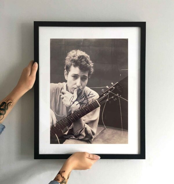 authentically signed bob dylan autograph